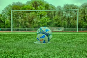 Fußball auf Elfmeterpunkt